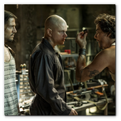:: Pulse para Ampliar :: Max (MATT DAMON, center), Julio (DIEGO LUNA, left) and Spider (WAGNER MOURA) meet inside Spider's armory in Columbia Pictures' ELYSIUM.
