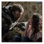 :: Pulse para Ampliar :: Frey (ALICE BRAGA, right) is confronted by Kruger (SHARLTO COPLEY, left) in TriStar Pictures' ELYSIUM.